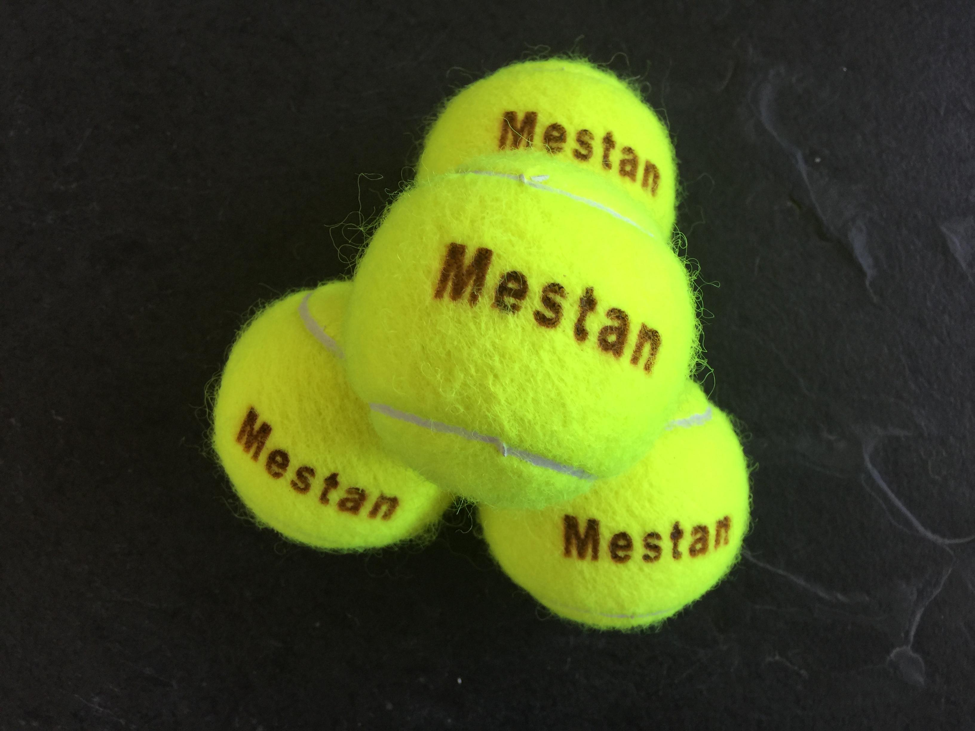 Tennis Eiland - Materiaal - Tennisballen met naam